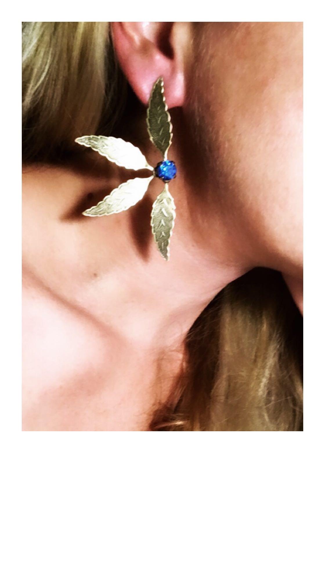 EAR30